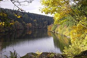 Perlenbach-Talsperre im Herbst, mit freundlicher Zustimmung durch Herrn Werner Heinz, Höfen